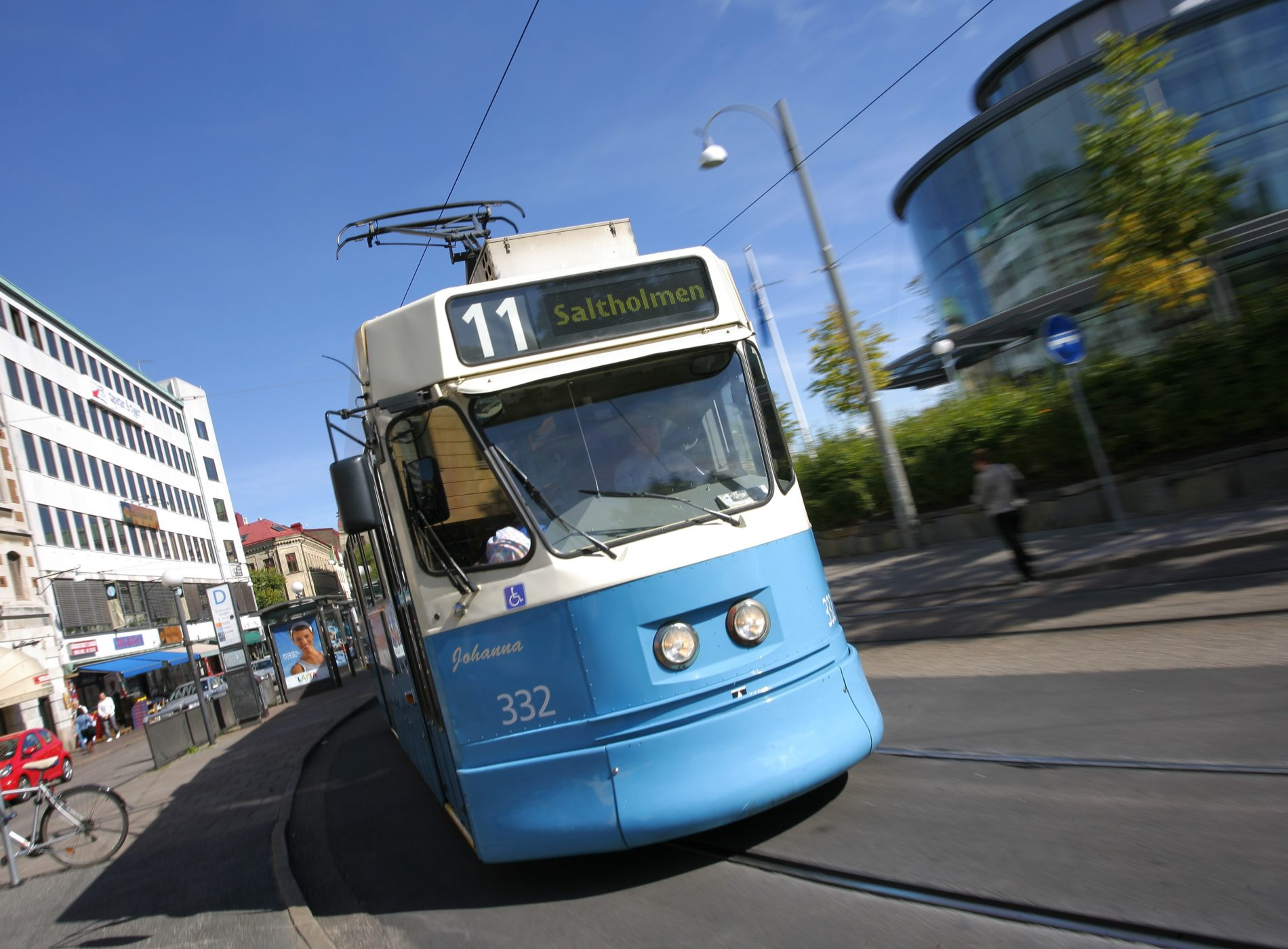 Spårvagn i blått som trafikerar Göteborg